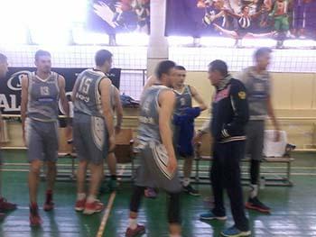 Сборная КФУ — в лидерах Чемпионата Крыма по баскетболу